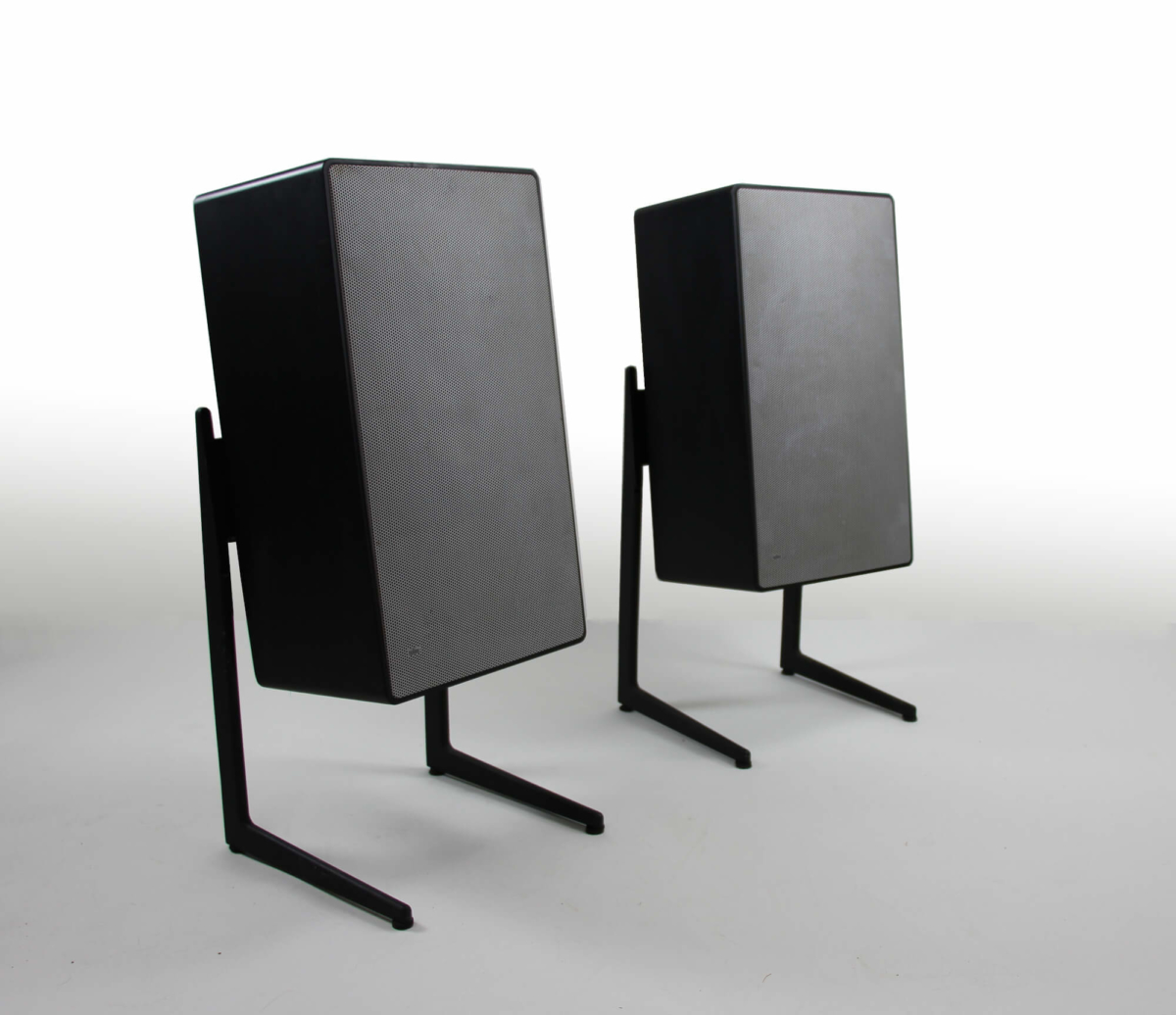 L 710 black & LF 700 stands
